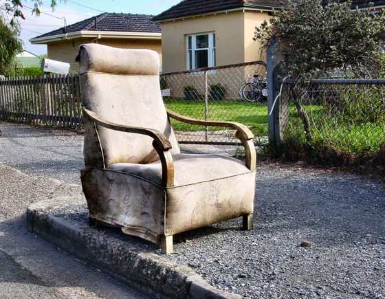 Abandonded_chair_in_suburbs_by_jayj